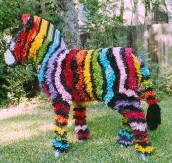 Zebra piñata de cumpleaños